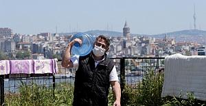 İstanbul'da sokağa çıkma kısıtlamasında su ve ekmek dağıtım hizmeti aksamadan sürüyor